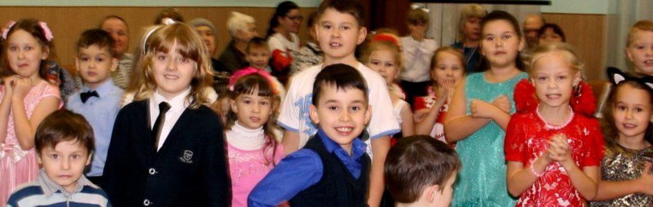 У новогодней ёлки дети спасали мир