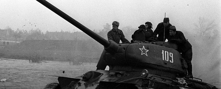 """Хроника последних дней войны. Танкисты 1-го Украинского фронта разгромили штаб группы армий """"Центр"""""""